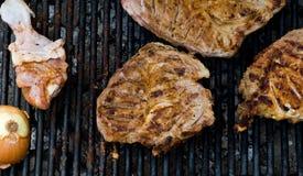 Lapjes vlees bij de Grill van de Barbecue Stock Fotografie
