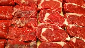 Lapjes vlees bij de slager stock fotografie