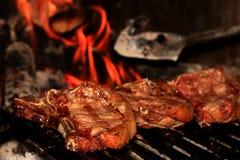 Lapjes vlees op de barbecue Stock Afbeelding