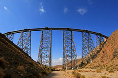 LaPolvorilla viadukt, Tren en Las Nubes som är nordvästlig av Argentina Royaltyfria Foton