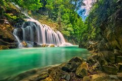 Lapopu vattenfall, Sumba ö, Indonesien royaltyfria foton