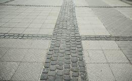 Lappad stenvägotta med reflexion av ljus Royaltyfri Bild