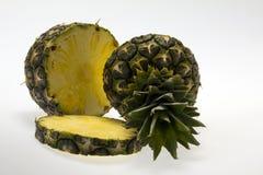 Lappar av ananas på vitbackround Arkivfoto