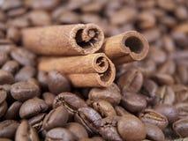 Kanel och kaffe Fotografering för Bildbyråer