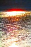 Lappar av solljus på vattnet arkivbilder