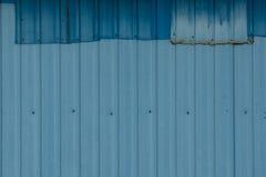 Lappat korrugerat metallark Fotografering för Bildbyråer