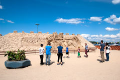 Lappeenranta Φινλανδία Άνθρωποι κοντά στην άμμο Castle Στοκ εικόνα με δικαίωμα ελεύθερης χρήσης