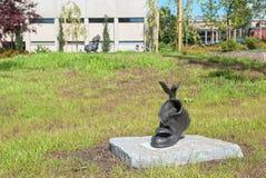 Lappeenranta Финляндия Малые скульптуры приближают к библиотеке города Стоковые Фотографии RF