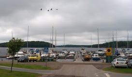 Lappeenranta, Finlandia - 29 de julho de 2016: A baía com os beliches para iate no lago Saimaa Imagens de Stock Royalty Free