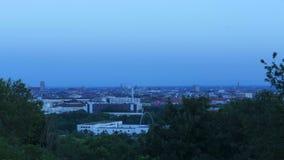Laps de temps de coucher du soleil au-dessus de Munich, Bavière, Allemagne banque de vidéos