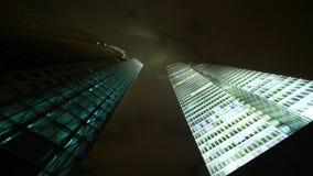 Laps de temps d'un bâtiment en métal et en verre banque de vidéos