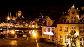 Laps de temps, Danzig, Pologne, vue de nuit banque de vidéos