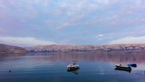 Laps de temps de lever de soleil au-dessus de baie en Croatie, île de PAG banque de vidéos