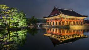 Laps de temps des touristes grouillant par le palais de Gyeongbokgung dans la ville de Séoul, Corée du Sud banque de vidéos