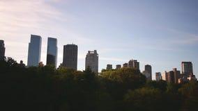 Laps de temps du panorama 4k de ville de coucher du soleil de New York Central Park clips vidéos