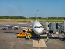 Laps de temps du trafic d'aéroport de Khrabrovo au temps de jour Images libres de droits