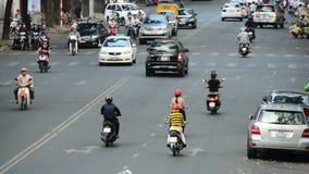 Laps de temps du trafic sur la rue passante dans HCMC du centre - Ho Chi Minh City banque de vidéos