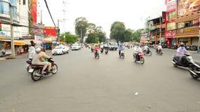 Laps de temps du trafic sur la rue passante dans HCMC du centre - Ho Chi Minh City clips vidéos