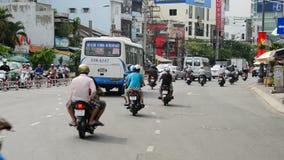 Laps de temps du trafic sur la rue passante dans Ho Chi Minh City Vietnam du centre clips vidéos