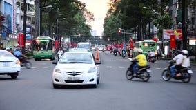Laps de temps du trafic sur la rue passante dans Ho Chi Minh City Vietnam du centre banque de vidéos