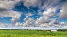 Laps de temps de golfe et de nuages de mer banque de vidéos
