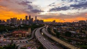 laps de temps 4K cinématographique d'horizon de Kuala Lumpur City au coucher du soleil clips vidéos