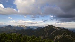 Laps de temps de la vue alpine, Herzogstand en Bavière, Allemagne banque de vidéos