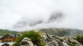 Laps de temps de montagne en dolomites chez l'Italie du nord clips vidéos