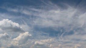 Laps de temps de nuage, cumulus sur le ciel bleu banque de vidéos