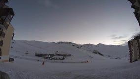 Laps de temps nuageux de coucher du soleil en thorens de Val clips vidéos