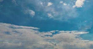 Laps de temps nuageux de lames de cumulus de laps de temps, boucle visuelle clips vidéos