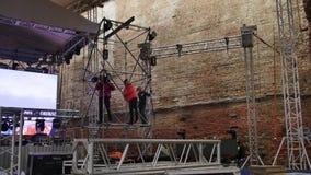 Laps de temps de procédé de construction d'étape d'air ouvert pour le grand concert musical banque de vidéos