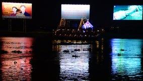 Laps de temps - propagande/panneaux d'affichage de publicité - rivière de Saigon - Ho Chi Minh City clips vidéos