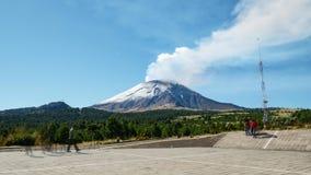 Laps de temps de volcan Popocatépetl en parc d'Izta-Popo clips vidéos