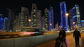 Lapso de la noche del puerto deportivo de Dubai, United Arab Emirates almacen de metraje de vídeo