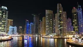 Lapso de la noche del puerto deportivo de Dubai, United Arab Emirates almacen de video