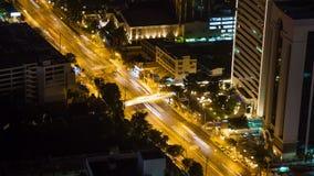 Lapso de la noche del tráfico de la calle de la carretera de Bangkok metrajes