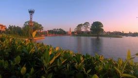 Lapso de tempo de Alemanha e de It?lia Pavillions e lago azul em Epcot na ?rea de Walt Disney World filme