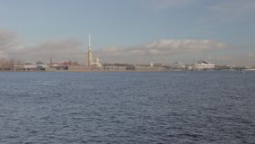 Lapso de tempo Cinestyle Neva River Saint Petersburg vídeos de arquivo