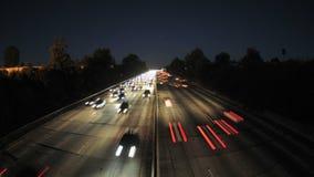 Lapso de tempo da autoestrada ocupada na noite - grampo 1 vídeos de arquivo