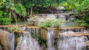 Lapso de tempo da cachoeira de Huay Mae Khamin, atração turística natural famosa dentro vídeos de arquivo