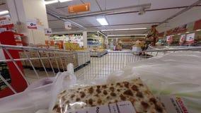 Lapso de tempo da compra de alimento video estoque