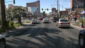 Lapso de tempo da condução abaixo da tira de Las Vegas durante o dia filme