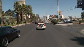 Lapso de tempo da condução abaixo da tira de Las Vegas durante o dia video estoque