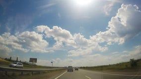 Lapso de tempo da condução através da estrada do campo vídeos de arquivo