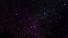 Lapso de tempo da estrela, galáxia da Via Látea que move-se através do céu noturno timelapse 4K Ilha de Bali, Indonésia, dia sile vídeos de arquivo