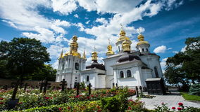 Lapso de tempo da igreja de Kiev-Pechersk Lavra Kiev, monastério, religião vídeos de arquivo