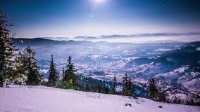 Lapso de tempo da lua e das estrelas em montanhas Carpathian vídeos de arquivo