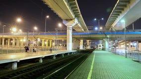Lapso de tempo da metrópole do transporte, do tráfego e de luzes obscuras video estoque