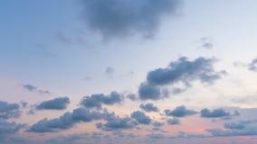 Lapso de tempo da nuvem e do c?u no por do sol filme